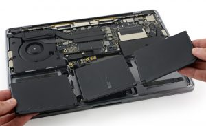 Nên mua laptop pin rời hay pin liền máy?