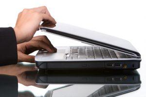 Hướng dẫn cách gập laptop nhưng không tắt máy